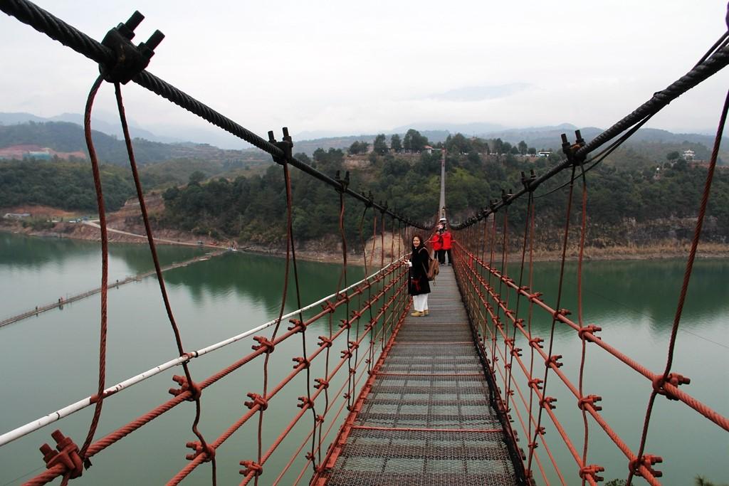 飞云湖白鹤山庄铁索桥--358米亚洲最长的铁索桥